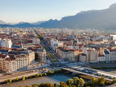 Vue du cours Jean Jaurès depuis la Bastille à Grenoble
