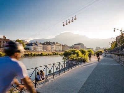 Grenoble quais de l'Isère et téléphérique